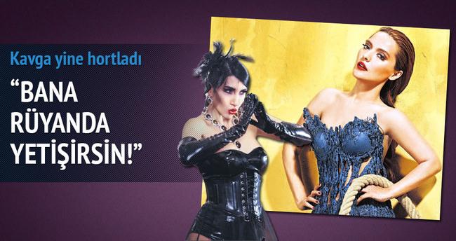 Demet Akalın, Hande Yener'e çattı: Bana rüyanda yetişirsin!