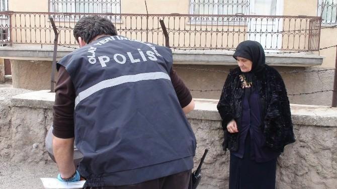 Yaşlı Kadının Çantasını Gasp Eden 2 Kişi 4 Bin Lira İle Kayıplara Karıştı