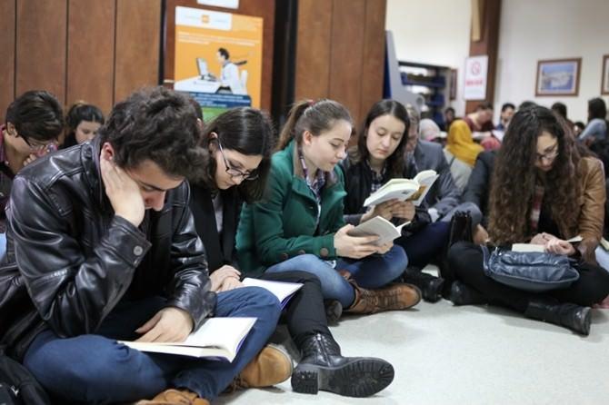 ADÜ'de Öğrencilerin Eylemine Rektör De Destek Verdi