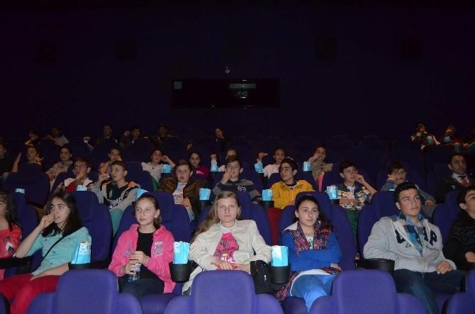 Forum Trabzon Hiç Sinemaya Gitmemiş Öğrencileri Sinema İle Buluşturdu
