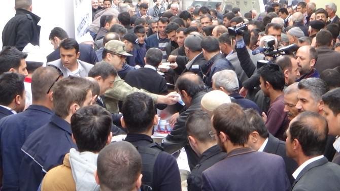 Polisten Kavurma Pilav Dağıtımı