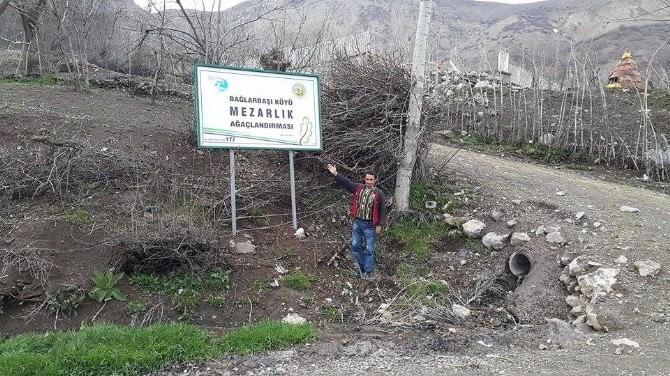 15 Köyün Mezarlığına Tabela Dikildi