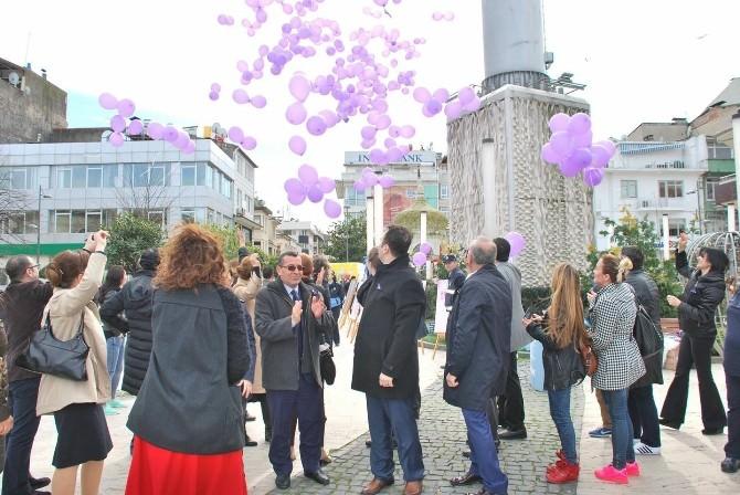 1000 Mor Balon Kanserle Savaş İçin Uçtu