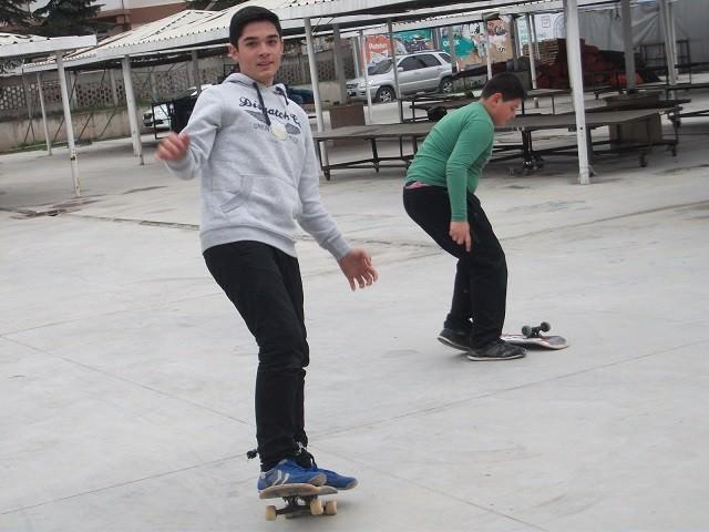 Yenikentli Gençler Pazar Yerinde Paten Pisti Yapmak İstiyor