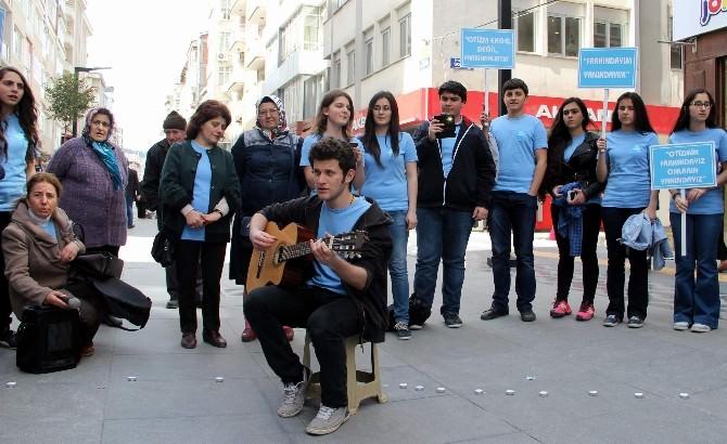 Öğrencilerden 'Otizm Günü' Etkinliği