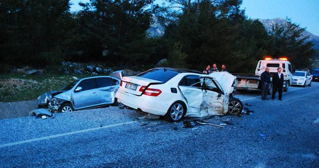 Antalya'da zincirleme trafik kazası: 2 ölü