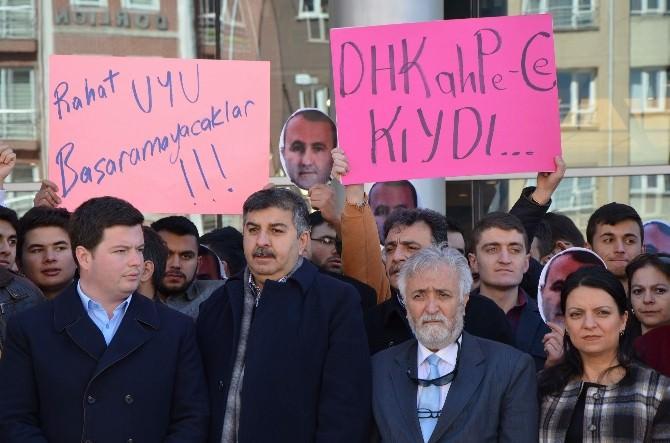 AK Partili Gençlerden Şehit Savcı Mehmet Selim Kiraz İçin Sessiz Protesto Eylemi