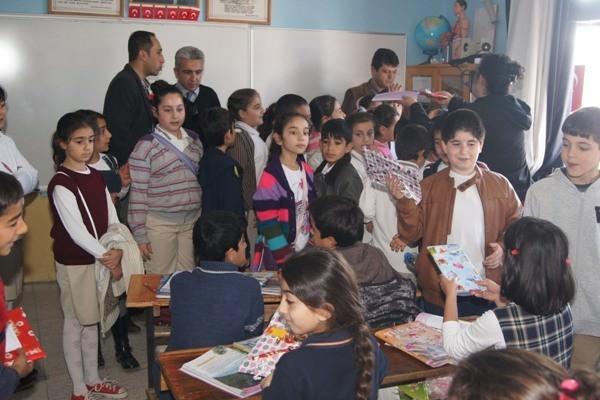 Didim'de Kardeş Okullar Oyuncaklarını Paylaştılar