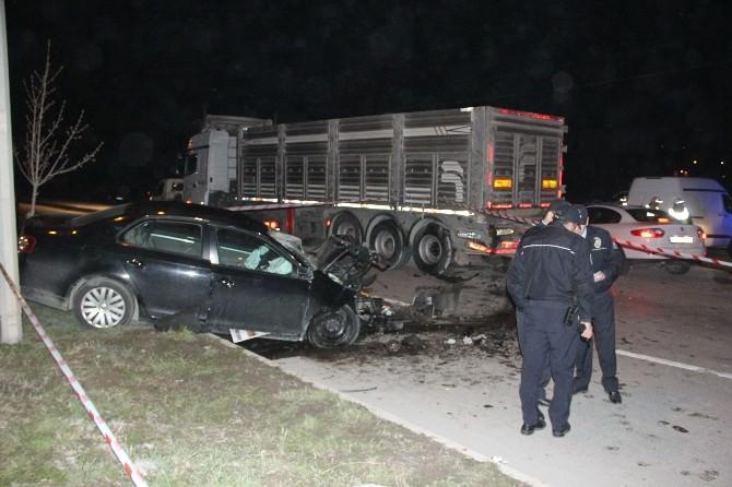 Bartın'da Otomobil, Tır'a Arkadan Çarptı: 1 Ölü, 1 Yaralı