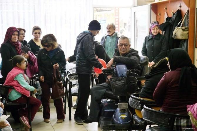 Bozüyük'te Minik Öğrenciler Mavi Kapak Kampanyasına Destek Verdi