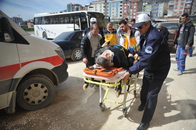 Geri Manevra Yapan Kamyonet Yaşlı Kadına Çarptı