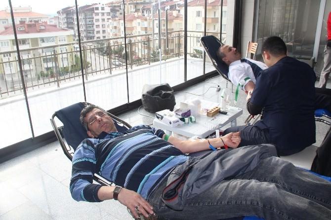 Cami Cemaati Kan Bağışladı