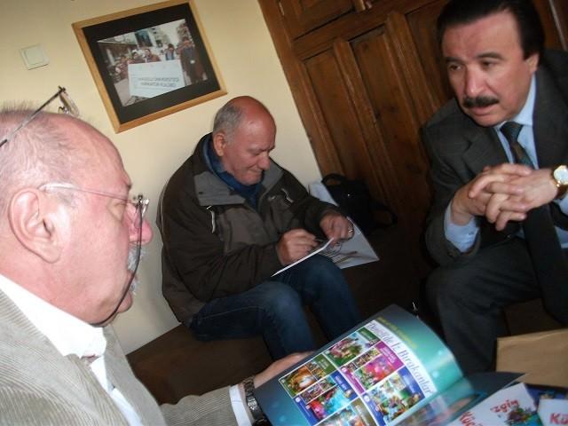 Eskişehirli İki Karikatüristten Eskişehirli En Kahraman Rıdvan'a Sürpriz
