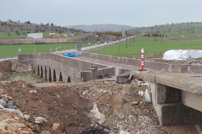 Beyşehir'de Tarihi Köprü Onarılıyor