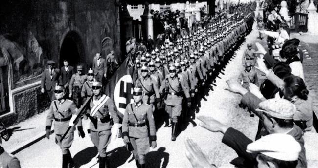 Bu bestelerde Nazi subaylarının ayak sesleri var