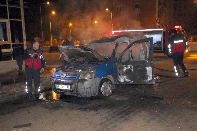 Nazilli'de Park Halindeki Otomobil Küle Döndü