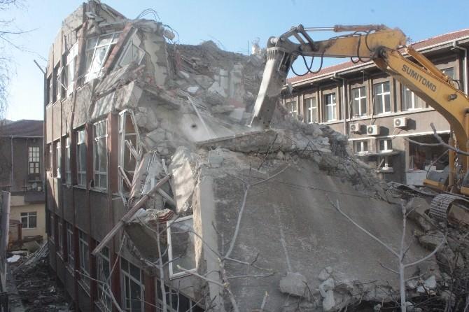 Riskli Defterdarlık Binası Yıkılıyor