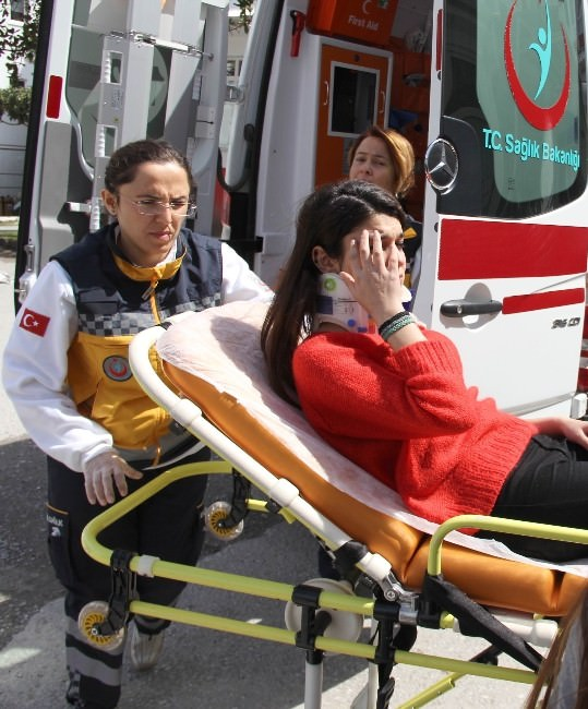 Okulun Penceresinden Düşen Öğrenci Yaralandı