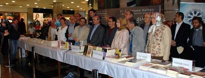 Yazarlar Buluşması İmza Günü Gerçekleştirildi