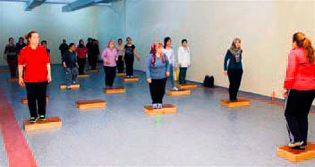 Elmadağlı kadınların step-aerobik keyfi