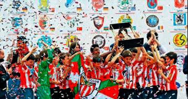 U12 İzmir Cup'ta şampiyon Bilbao