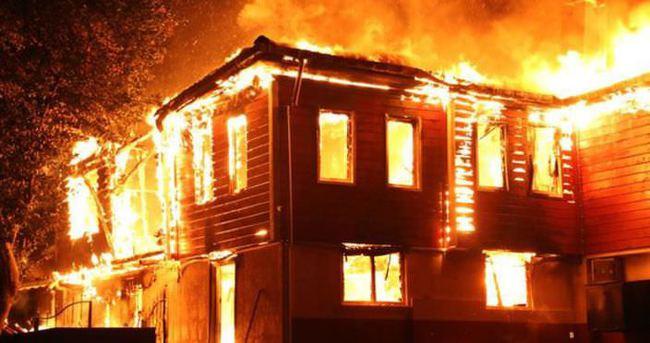 Kastamonu'da ev yandı