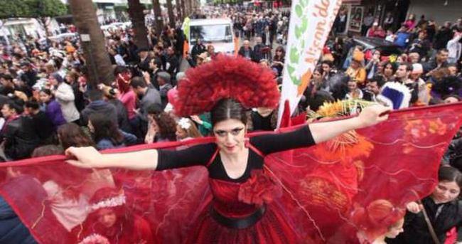 Portakal Çiçeği Festivali'nde 90 bin kişi yürüdü