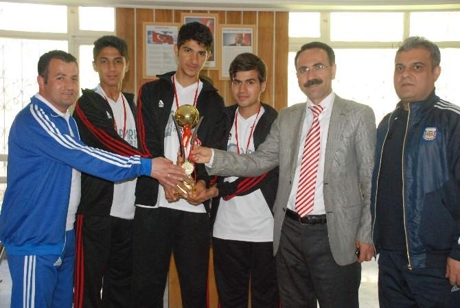 Meslek Ve Teknik Anadolu Lisesi Futsal'da Bölge Birincisi Oldu