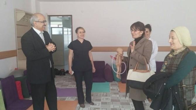 Afyonkarahisar Valisi Hakan Yusuf Güner'in Eşi Berrin Güner, Afyonkarahisar Sağlıklı Yaşam Merkezi Ve Annelik Okulunu Ziyaret Etti