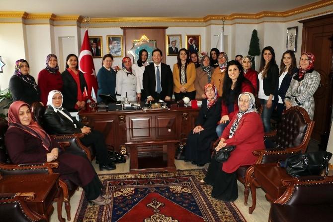 AK Partili Kadınlar Başkan Yazgı'yı Ziyaret Etti