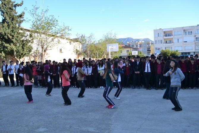 Halk Oyunları Yarışmasında Bozyazı Çok Programlı Anadolu Lisesi 2. Oldu