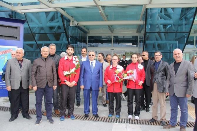 Avrupa Üçüncüsü Sporcuya Coşkulu Karşılama