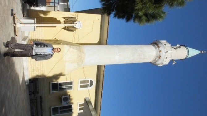 Tarihi Caminin Minaresi Tehlike Saçıyor