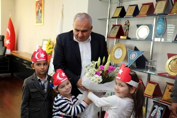 Minik Öğrencilerden Başkan Tollu'ya Ziyaret
