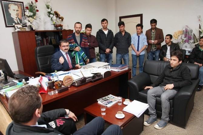 Afganistanlı Öğrencilerden Prof. Dr. Bağcı'ya Ziyaret