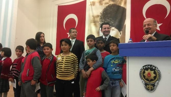 Kırıkkale Polisi'nden 375 Öğrenciye Giysi Yardımı