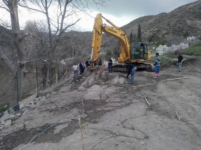 Koyulhisar'da Mezarlıklarda Çevre Düzenlenme Çalışmaları