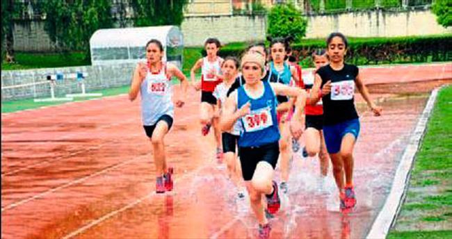 Atletler yarıştı