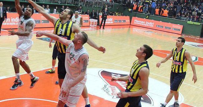 Fenerbahçe yenilse de lider