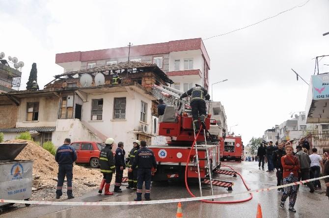 Metruk Bina Çıkan Yangında Yıkıldı