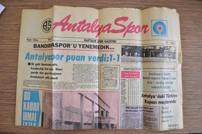 .Milletvekili Adayı Budak'a 35 Yıllık Gazete Hediyesi