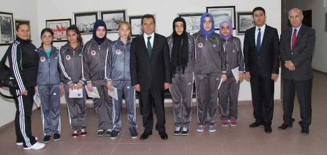 Futsalın Yıldızları İl Milli Eğitim Müdürü Gülay'ı Ziyaret Etti