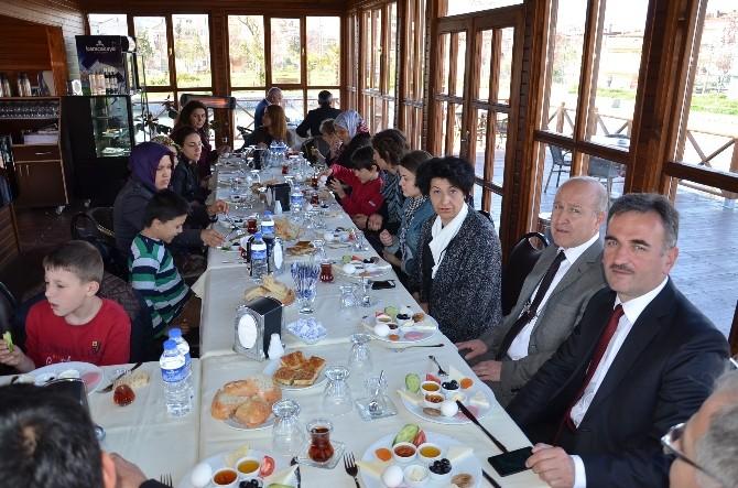 Gemlik Belediyesi'nden Özel Öğrencilere Kahvaltı