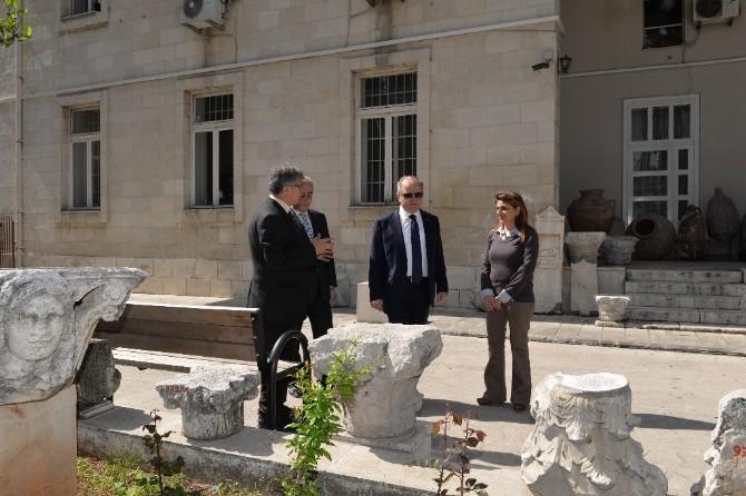 Vali Çakacak'tan Arkeoloji Müzesi Ve MDOB'a Ziyaret