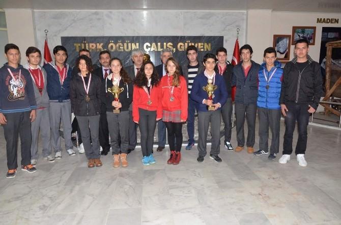 Dalaman Anadolu Lisesi Şampiyonlarından Başkan Şaşmaz'a Ziyaret