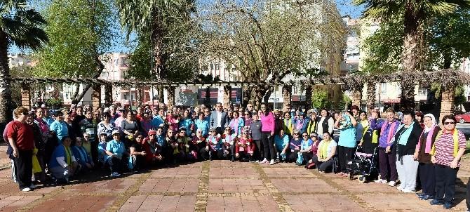 Kanseri Sporla Yenen 8 Kadına Başkan Uysal Taç Taktı