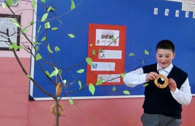 Köy Okulunda 'Ağaçta Simit' Uygulaması