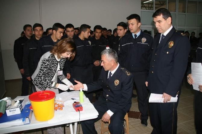 Yozgat Emniyet Müdürlüğü Ve PMYO'dan Kızılay'a Kan Bağışı
