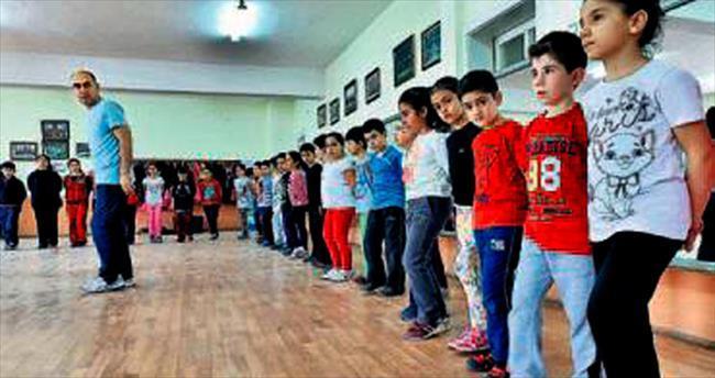 Genç kuşaklar Mamak'ta halk oyunları öğreniyor