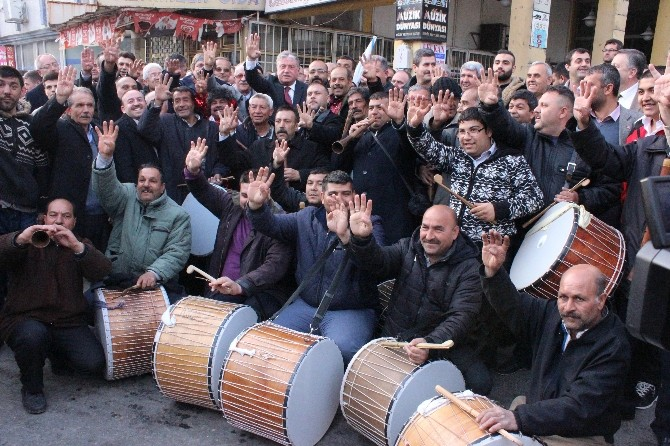 AK Partili Adaydan Ankara'ya 'Rabia' İşaretli Selam